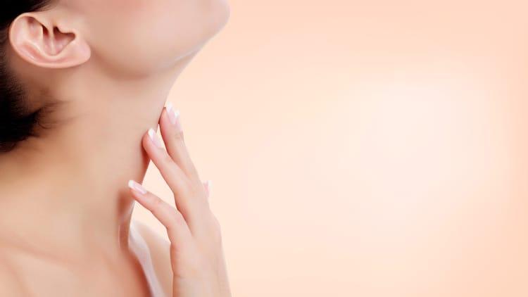 femme avec une peau saine